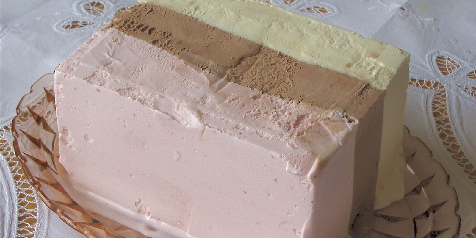 picture of serving of Neapolitan ice cream to illustrate content strategy 3-flavors concept